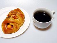 ブラックコーヒーとハムとチーズのクロワッサンその2