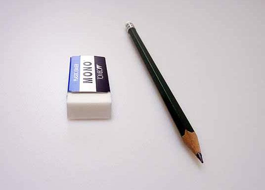文具(鉛筆とケシゴム)の拡大写真
