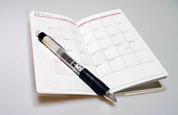 スケジュール帳とシャープペンシルの拡大写真