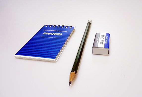 メモ帳と鉛筆とケシゴムその2の拡大写真