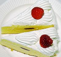 苺のショートケーキ2個を上から撮影