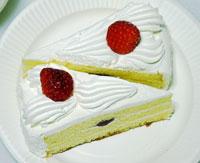 苺のショートケーキ2個横向きにして上から撮影