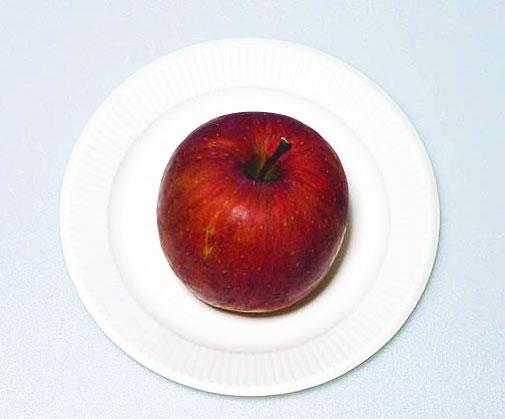 上から撮影した赤い果物の林檎の拡大写真
