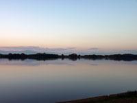 夕暮れの空と川の自然風景
