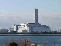 海の向こうの大きな工場