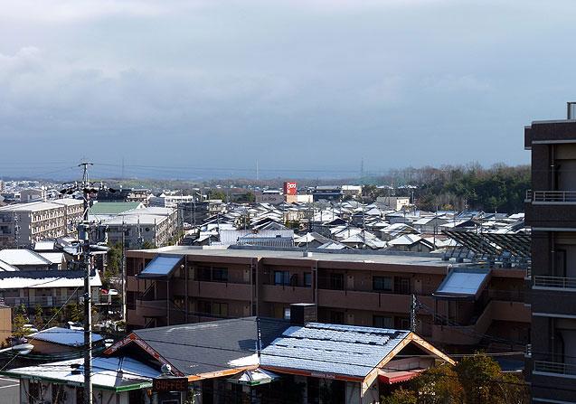 雪が降った後の町の風景の拡大写真