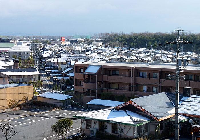 雪と町の冬景色の拡大写真