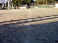 野球のグラウンドと白いラインの跡