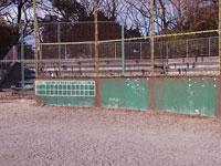 野球のバックネットとスコアボード・観客席