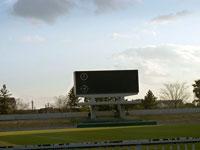 サッカー場と芝生と電光掲示板