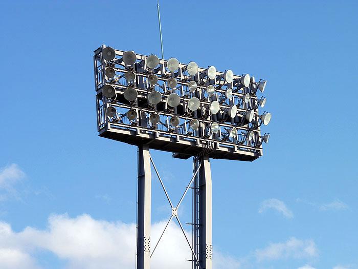野球場の照明と青い空その2の拡大写真