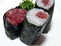 お寿司のネギトロ巻きと軍艦巻き2個