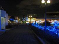 散歩道と青く綺麗なイルミネーション