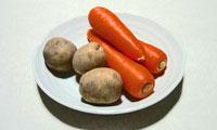 野菜(ニンジン3本とジャガイモ3個)