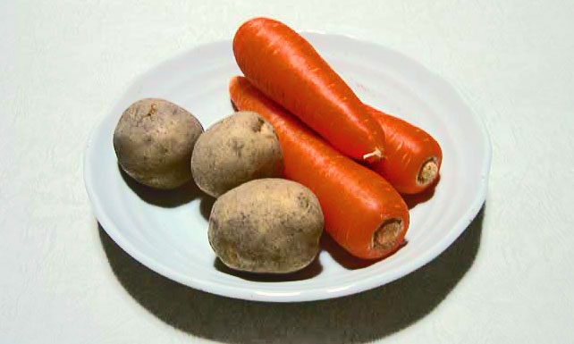 野菜(ニンジン3本とジャガイモ3個)の拡大写真