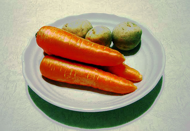 野菜(ニンジン3本とジャガイモ3個)のコントラスト強めの拡大写真