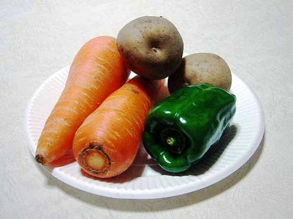 野菜(ニンジンとジャガイモとピーマン)の拡大写真